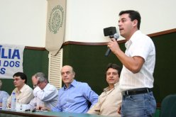 Discurso na Casa dos Médicos-Marília-2006-Junto com Serra